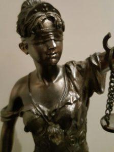 Jak zachować się w sądzie podczas rozprawy
